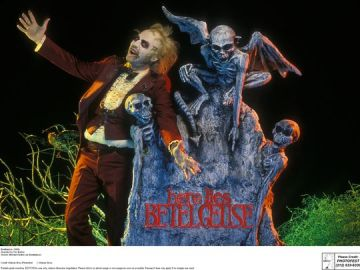 636003656516160524-Beetlejuice-posing-at-grave